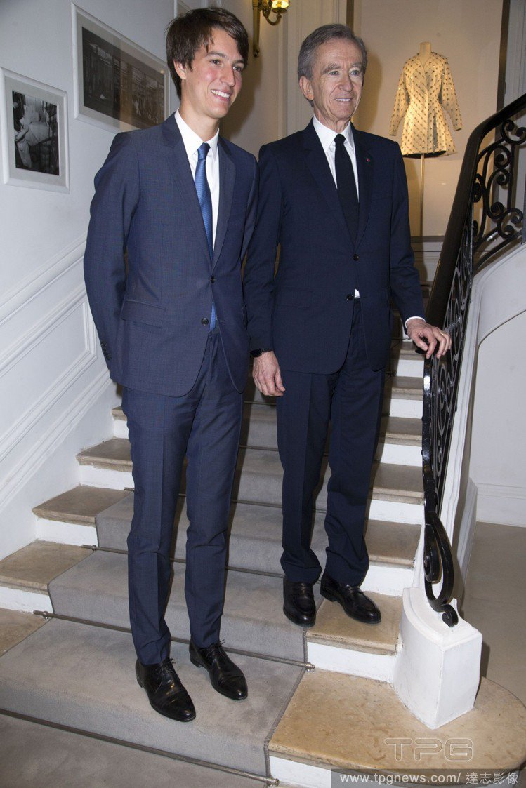 Alexandre Arnault和父親、LVMH CEO Bernard Ar...