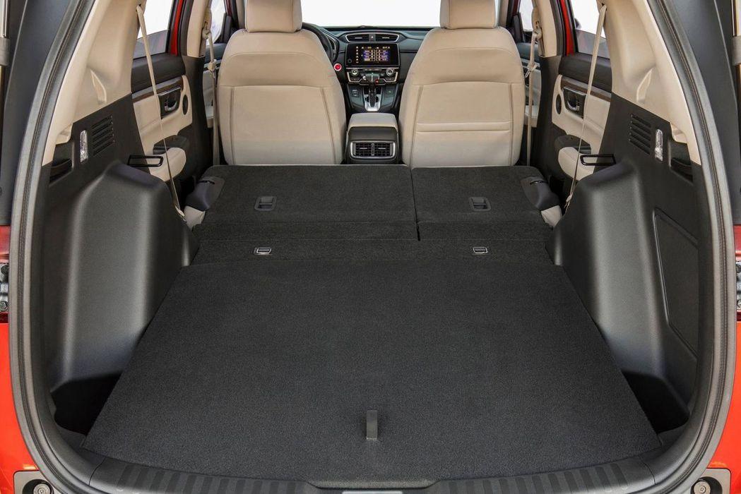 嶄新底盤平台,使全新Honda CR-V有更寬裕的車室空間,加上後座打平後完全平...