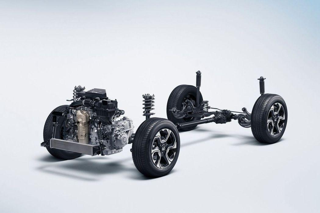 相比台灣銷售的車型,日規Honda CR-V還提供路面穿越能力更強的4WD車型可...