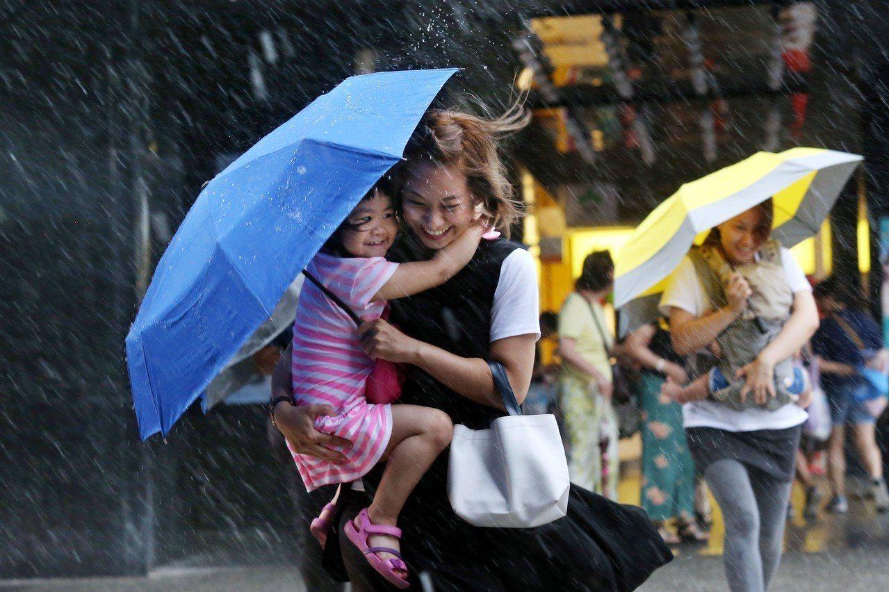 午後有局部雷陣雨,今天主要在山區,部分平地受影響;明天較不穩定,午後雷陣雨範圍大...