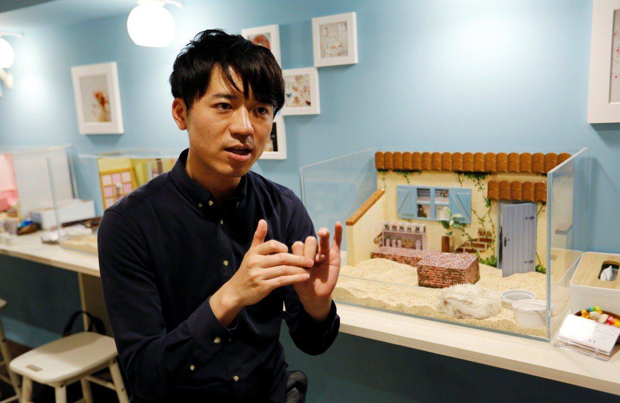 兼第二份工作的日本勞工愈來愈多,圖中的清水將暉是其中之一,他除在網路新創事業任職...