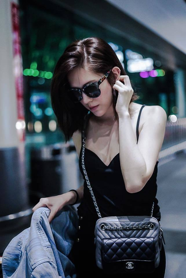 許瑋甯前往香奈兒巴黎活動的機場穿搭。圖/摘自許瑋甯臉書
