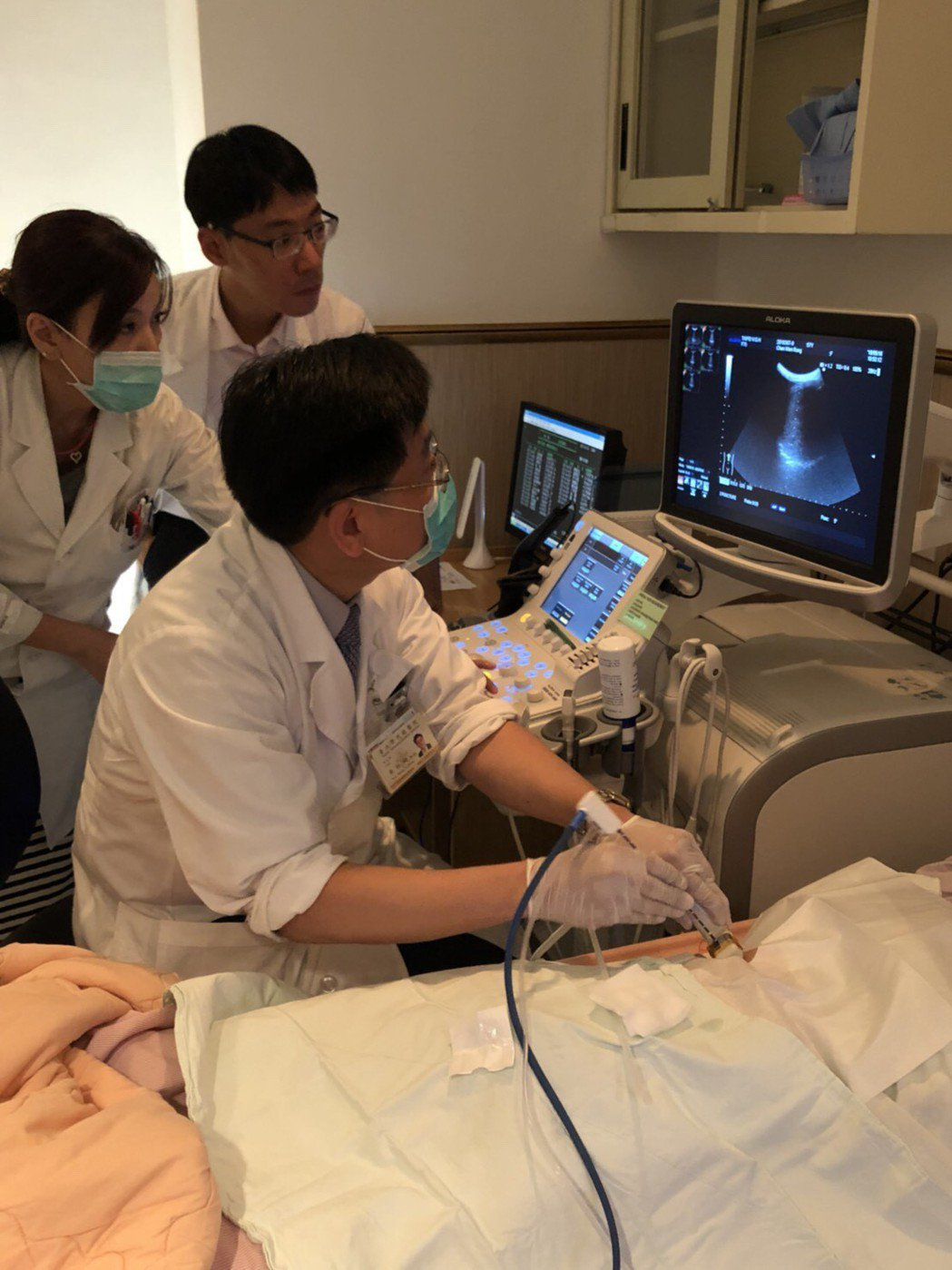 台北榮總引進「次世代微創微波肝腫瘤滅除術」協助解決肝轉移的患者,消除肝臟腫瘤。圖...