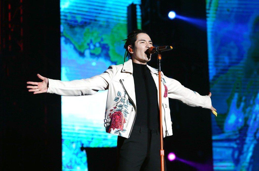 蕭敬騰9日在上海開唱。圖/華納提供