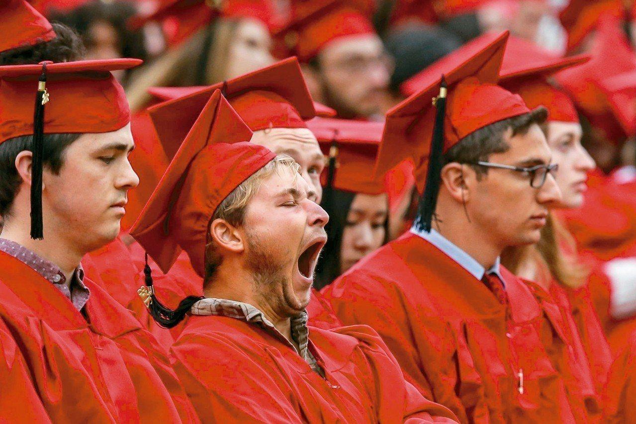 真正能流傳的畢典演說屈指可數,多數人的反應可能像美國康乃狄克州維思大學這位應屆畢...