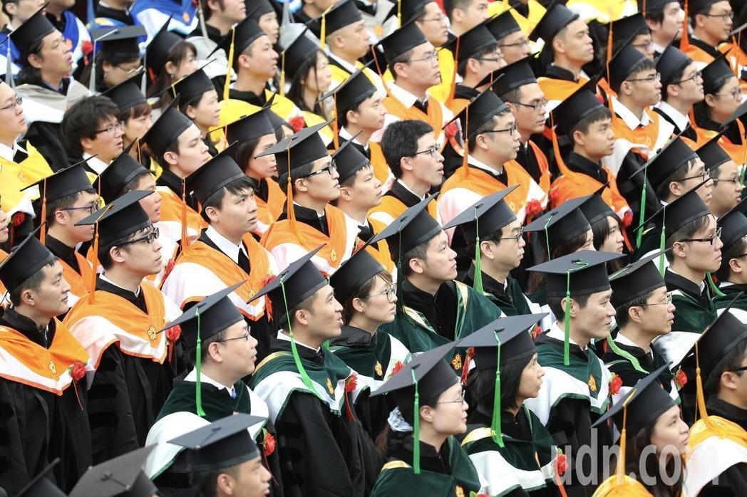 台灣大學上午舉行畢業典禮。記者余承翰/攝影