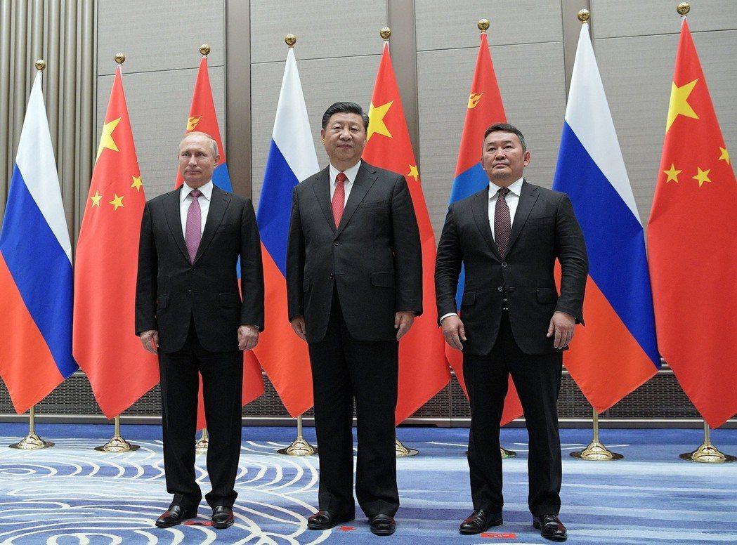 中俄等領袖齊聚上合組織峰會,商討貿易核協議。 歐新社