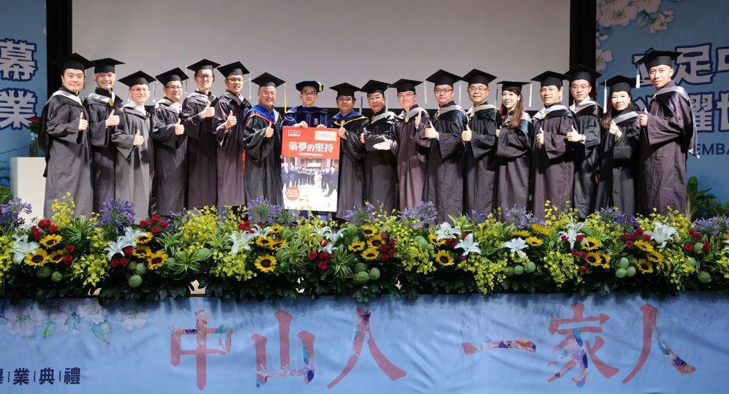 畢業班E19級的15位企業家,將個人織夢、追夢及圓夢的歷程與智慧,與知識流出版社...