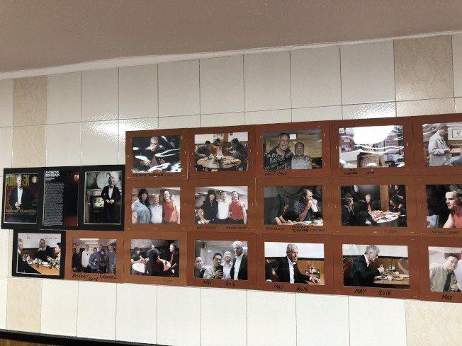 曼哈頓華埠合記飯店內,張貼著波登到店內用餐的照片。記者陳小寧/攝影