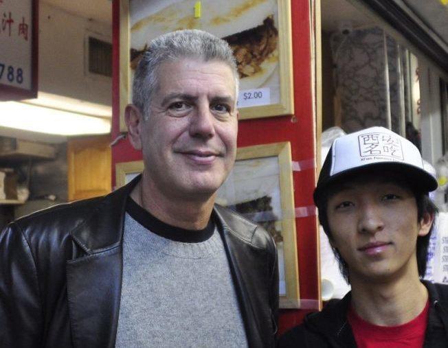 王夢迪(右)與波登(左)合影。(取自西安名吃臉書)