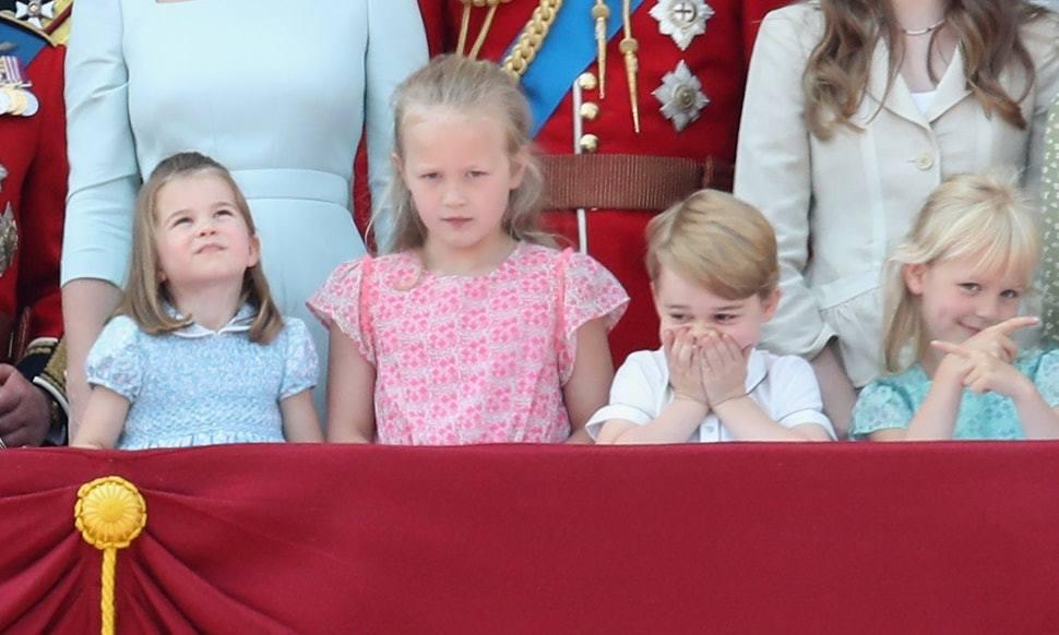 喬治王子與夏綠蒂公主和表姊Savannah Phillips等人在現場興奮看表演...