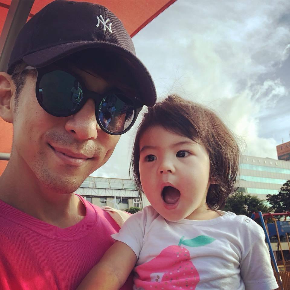 修杰楷稱帶小孩到公園「遛爸爸」。圖/摘自臉書