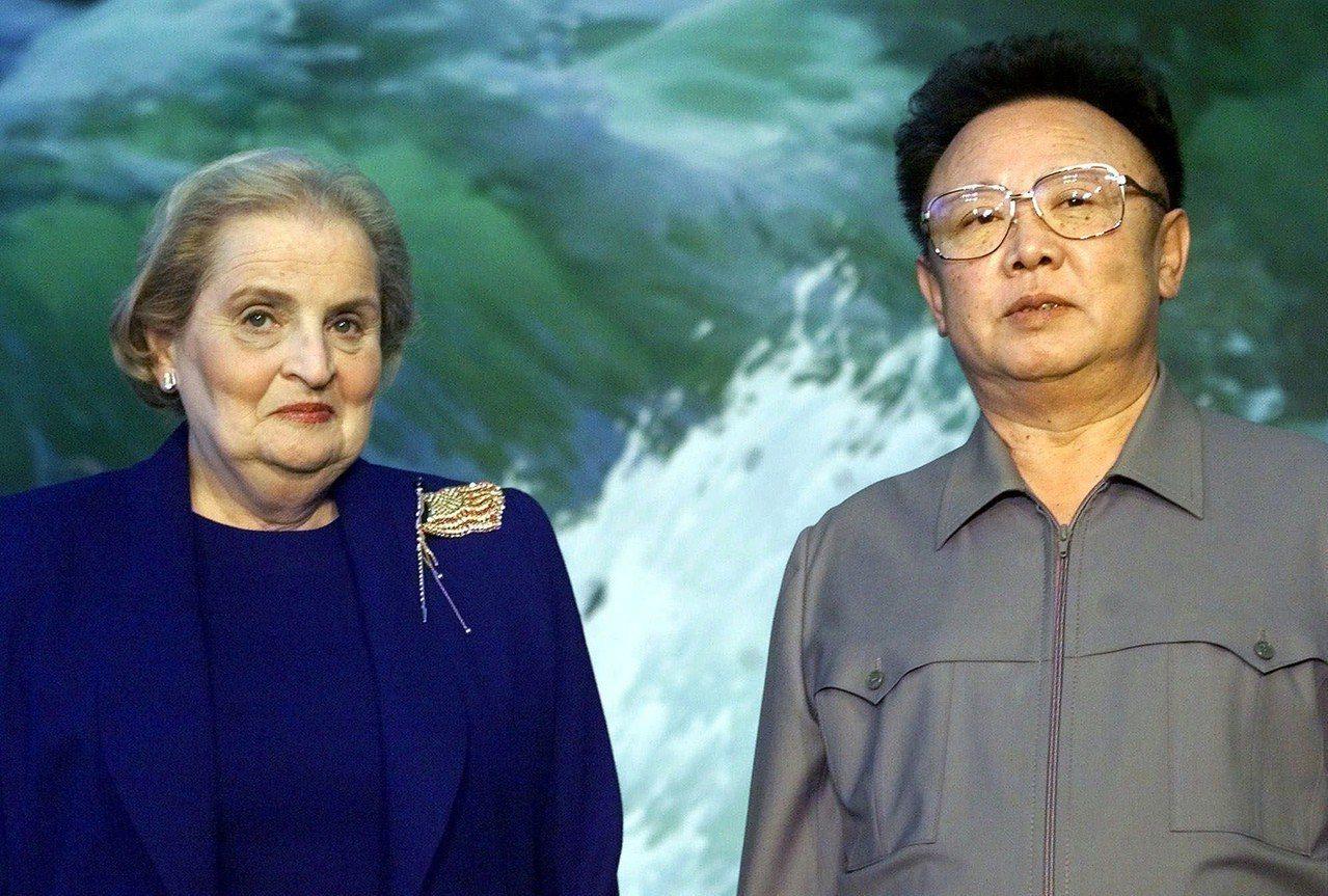 美國與北韓因缺乏正常外交管道,長期倚靠特使外交解決問題;美國前國務卿歐布萊特,就...