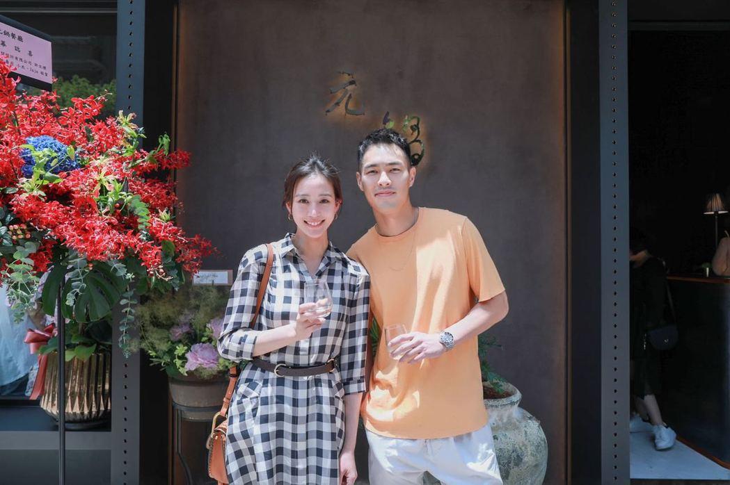 楊祐寧返台為父母親的火鍋店開幕式站台,左為張鈞甯。圖/經紀公司提供