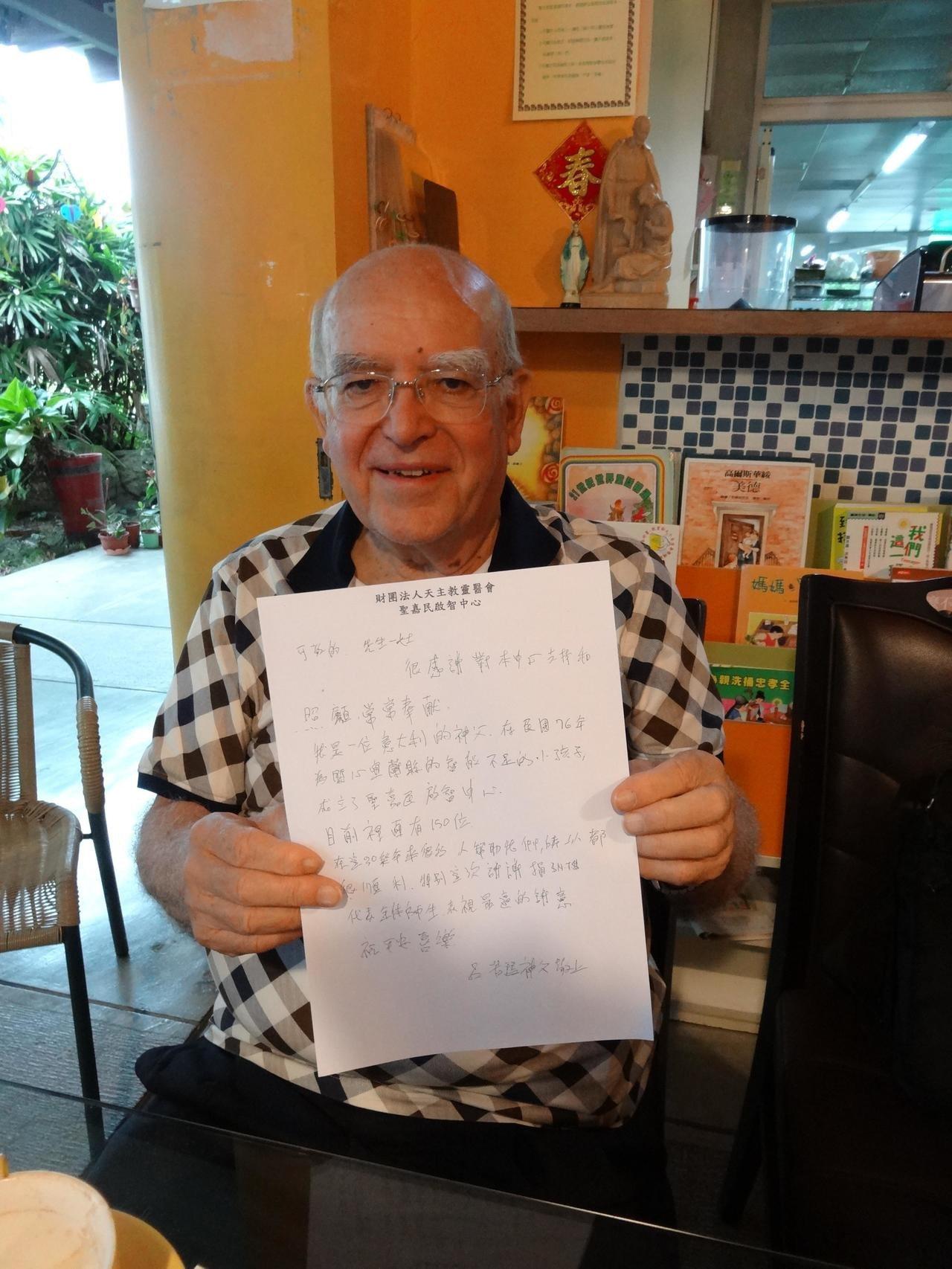 呂若瑟神父手寫感謝函,向各界善心表達謝意。記者林政忠/攝影