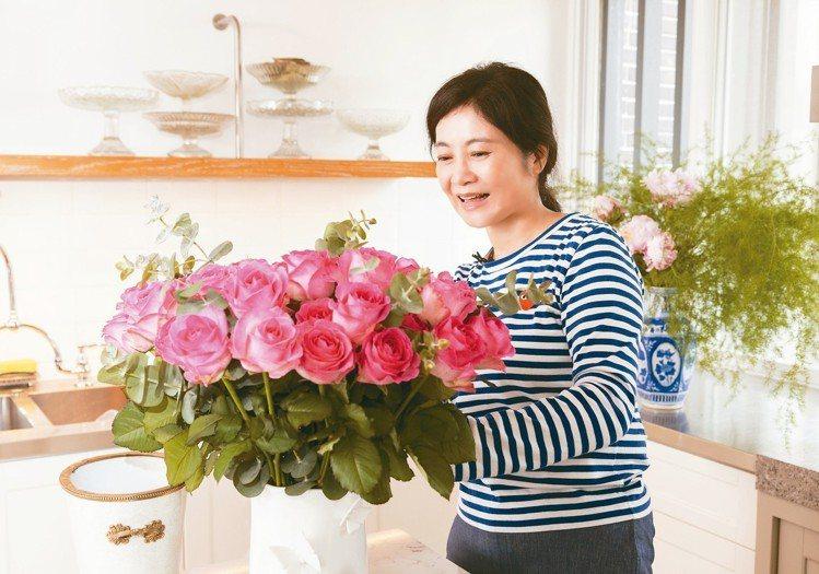 馮亞敏每周上花市,為生活創造更多美感。圖/陳立凱攝影
