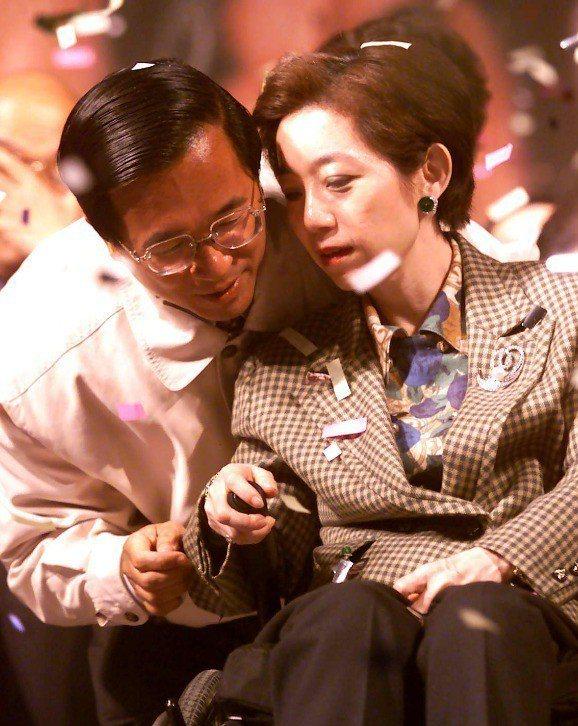 前總統陳水扁(左)與曾自爆幫妻子吳淑珍寫畢業論文。圖╱聯合報系資料照片