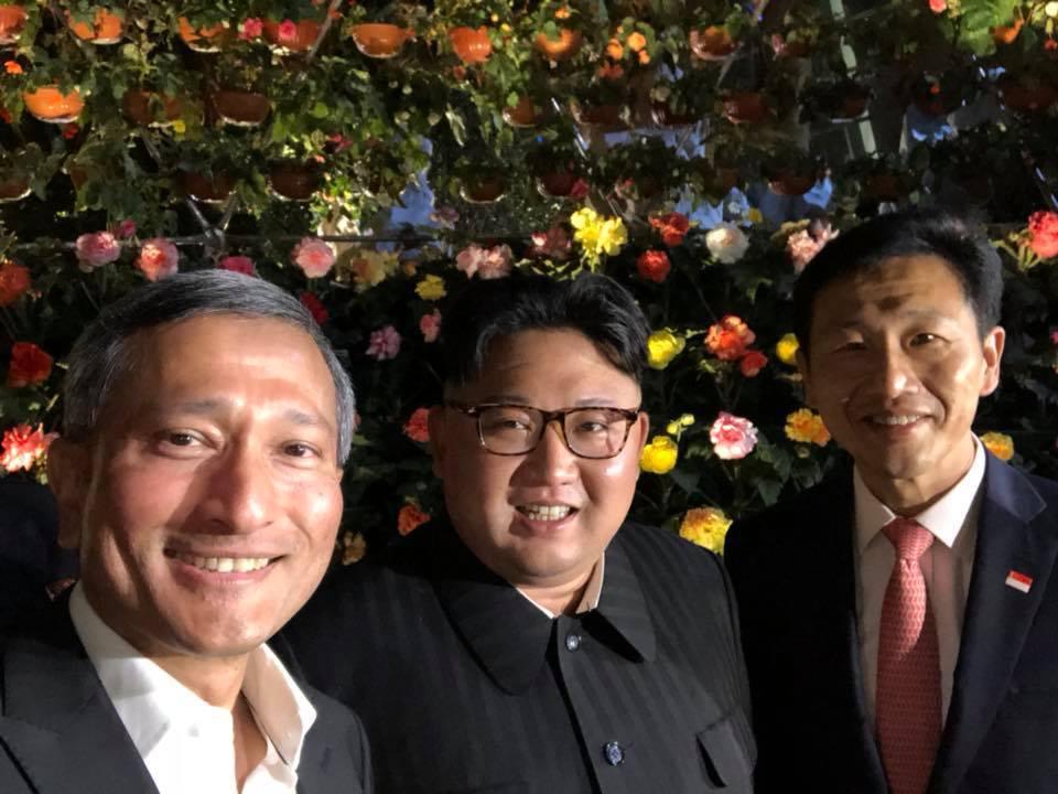 維文、金正恩及王乙康(圖中由左至右)三人在濱海灣花園合影。圖擷自維文臉書