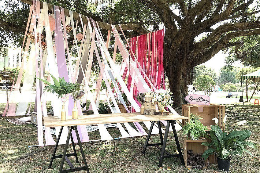 中央大學國泰樹草坪浪漫的裝置藝術,吸引許多民眾拍照打卡。 中央大學/提供