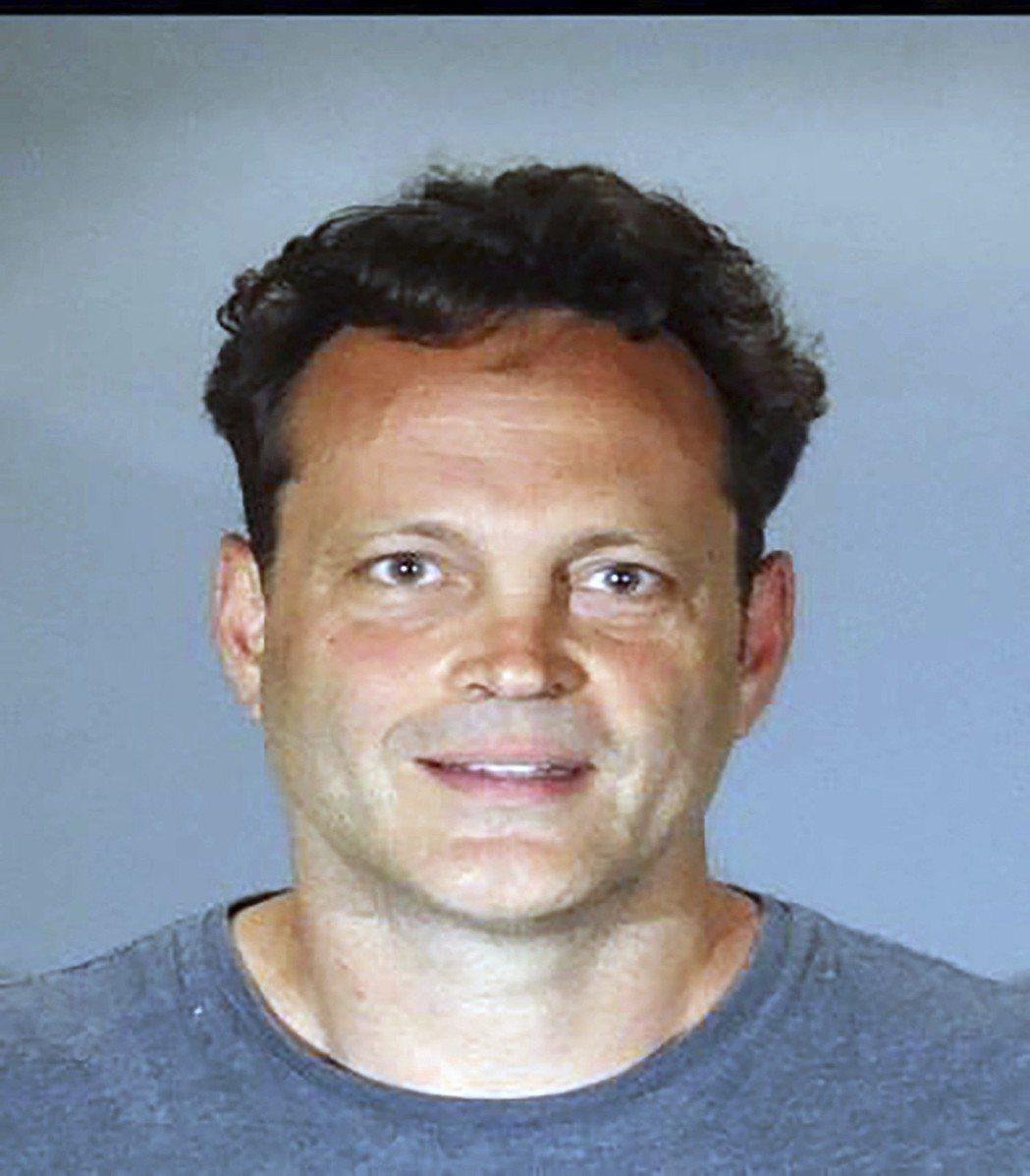 文斯范恩在南加州曼哈頓灘涉嫌酒駕和拒捕,遭到警方逮捕。 圖/美聯社