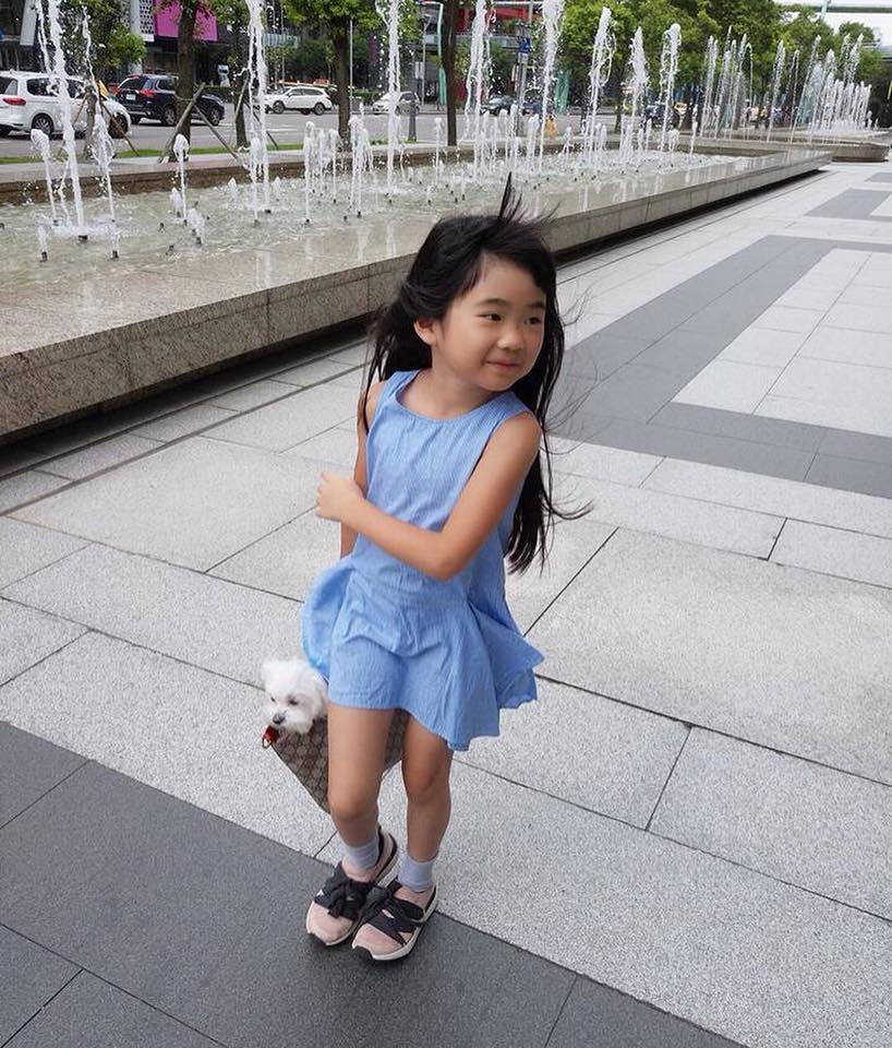 Grace現在變成大女孩。 圖/擷自吳速玲臉書