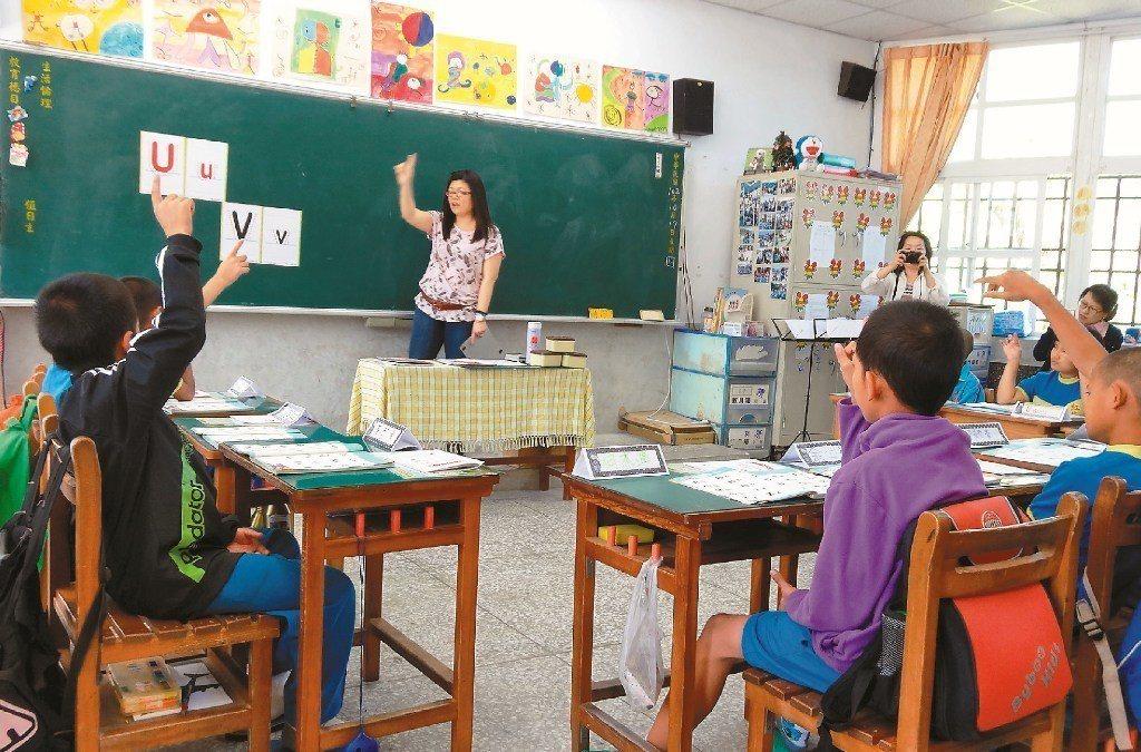 教育部今年擬補助小規模試辦,盼學生更沉浸在英語環境,習慣聽、說英語。示意圖。圖/...