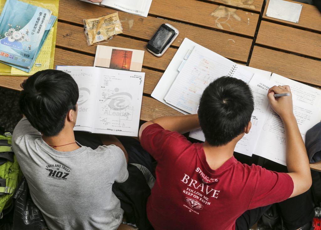 在課綱裡的「四大議題」——性別、人權、環境、海洋——本身就會要求學生培養某種「態度」。 圖/聯合報系資料照