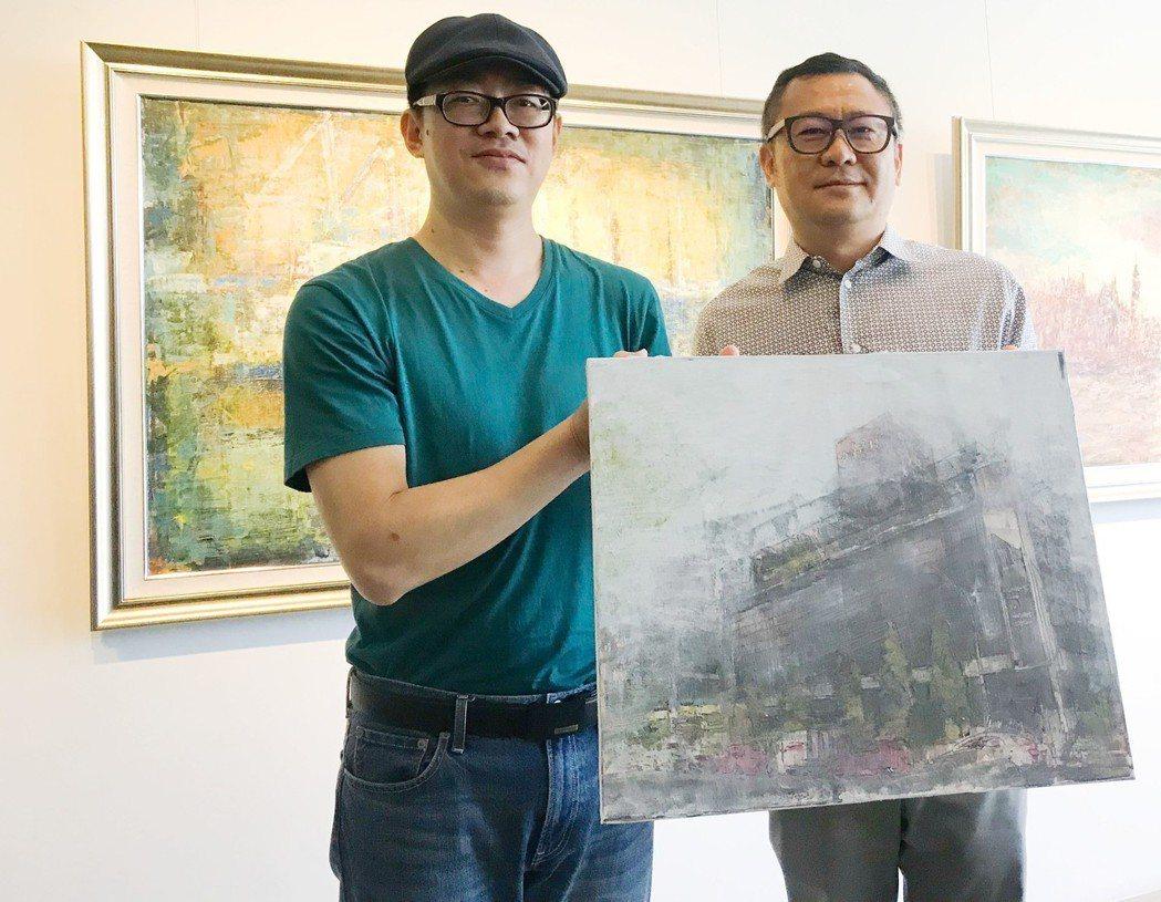 雄崗建設董事長林清吉(右)提供空間給新銳藝術家做為展覽平台,現正展出年輕藝術家許...