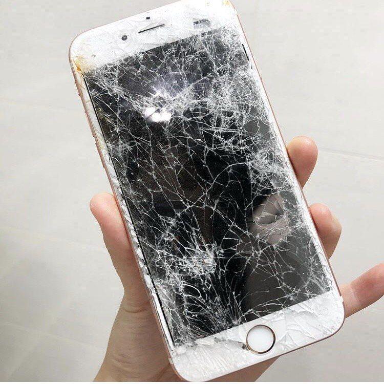 網友的手機從七樓墜落 圖片來源