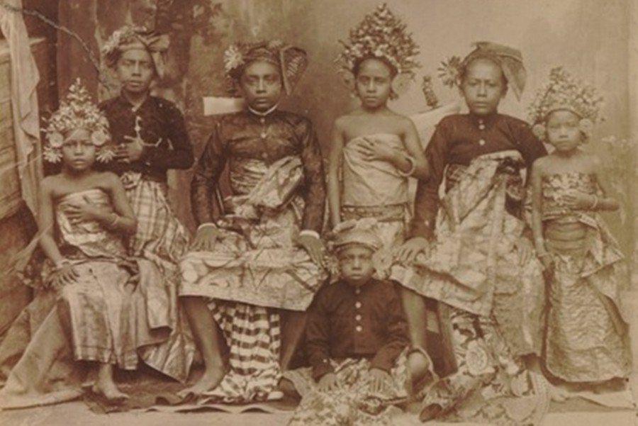 據傳19世紀中葉,居於今聖淘沙島的武吉士族人,因為一場瘧疾,幾乎死絕,剩下的遺族...
