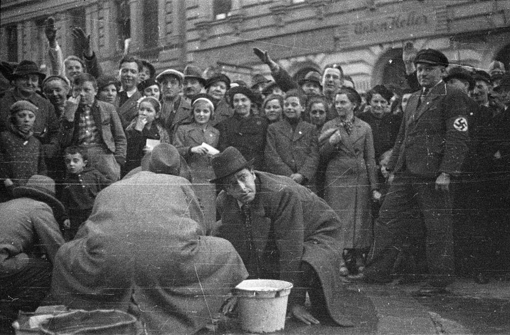 1938年維也納「清洗派對」。 圖/奧地利國家圖書館