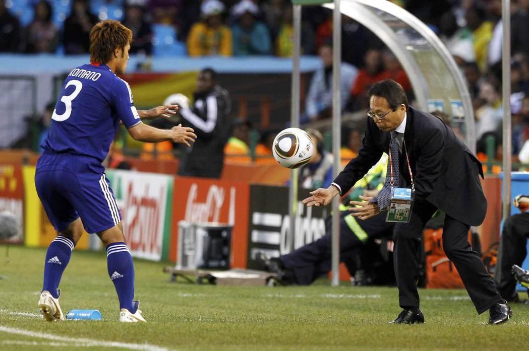 岡田帶領這群球員再度殺入了2010年南非世界盃16強,以漂亮身姿於該屆大賽後功成...