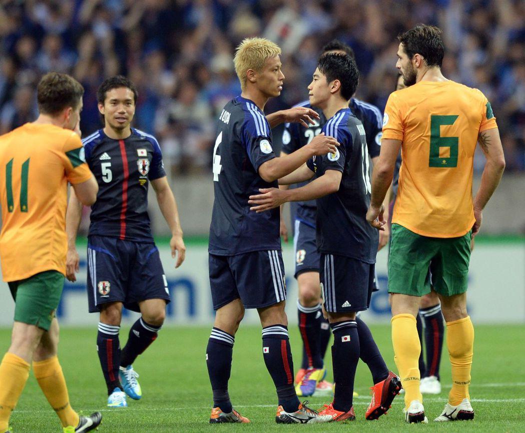 岡田武史留下的一幫戰將,像是長友佑都(左)、本田圭佑(中)、香川真司(右),都是...