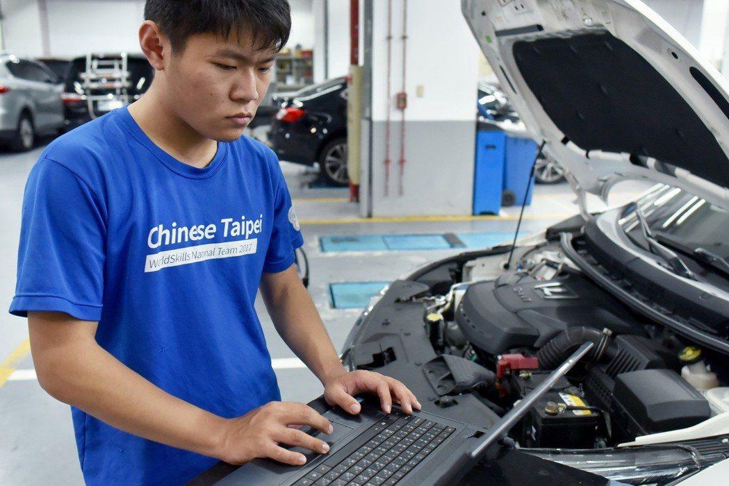 LUXGEN提供的新車,讓學生能學習到了最新的汽車修護技術,能與世界接軌,為台灣爭光。 圖/LUXGEN提供