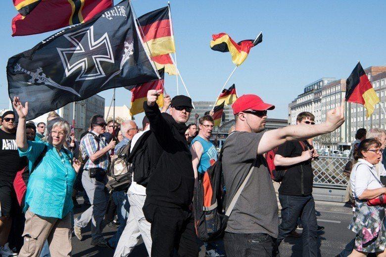 當前風行的右翼民粹,始終都訴諸鬆散的、甚至前後不一致的直覺判斷。圖為德國政黨AFD。 圖/歐新社