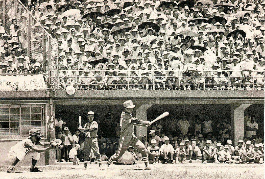1968年拿下全國冠軍的紅葉少棒隊,出戰日本少年棒球明星隊,以七比零大獲全勝,掀...
