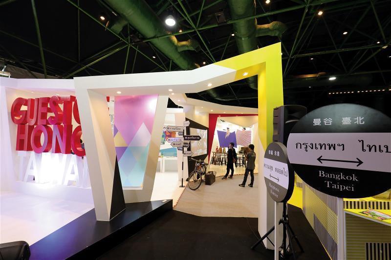 主題國展區邀請設計師蕭青陽策展,明亮的色彩與常民文化元素,為泰國民眾留下台灣印象...