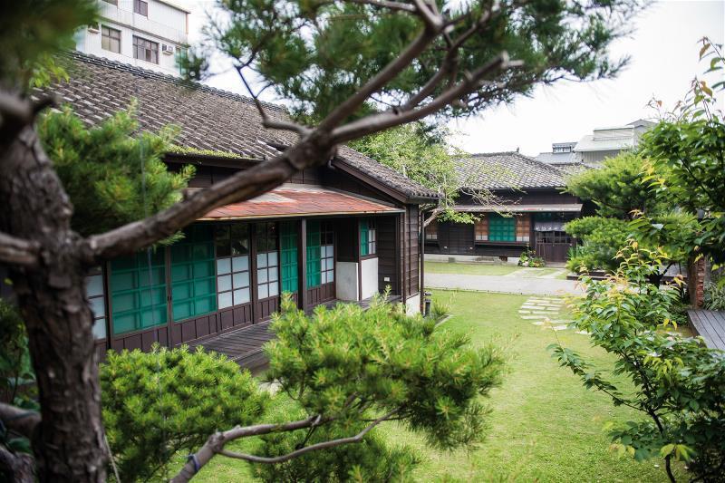 蕭如松故居。老屋搭綠意,閒適且迷人。