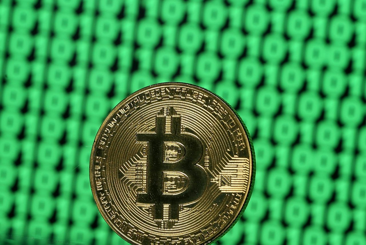 比特幣昨暴跌12%,又傳交易所系統遭駭。路透