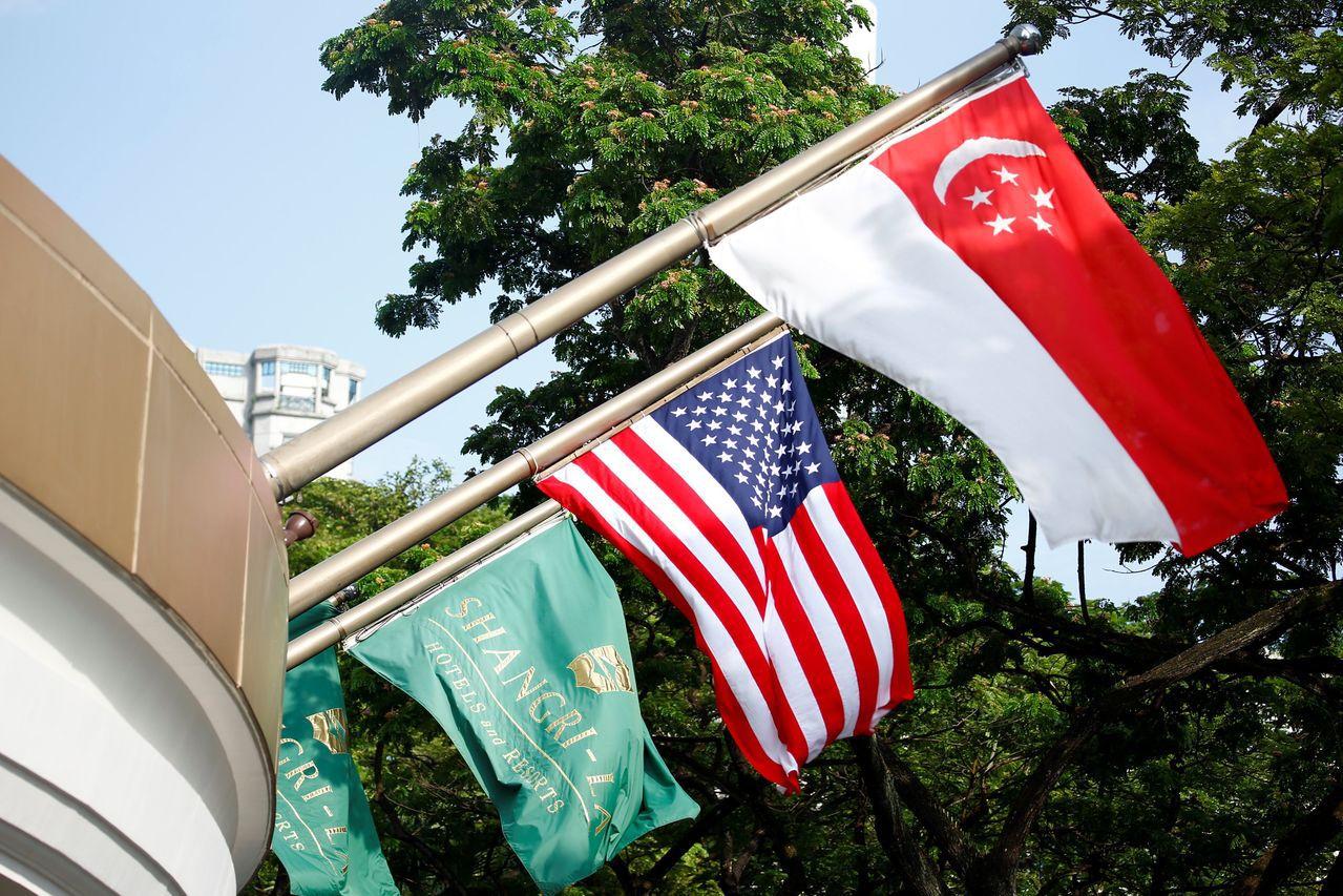 川金會會談場地香格里拉飯店外飄揚新加坡和美國國旗。路透