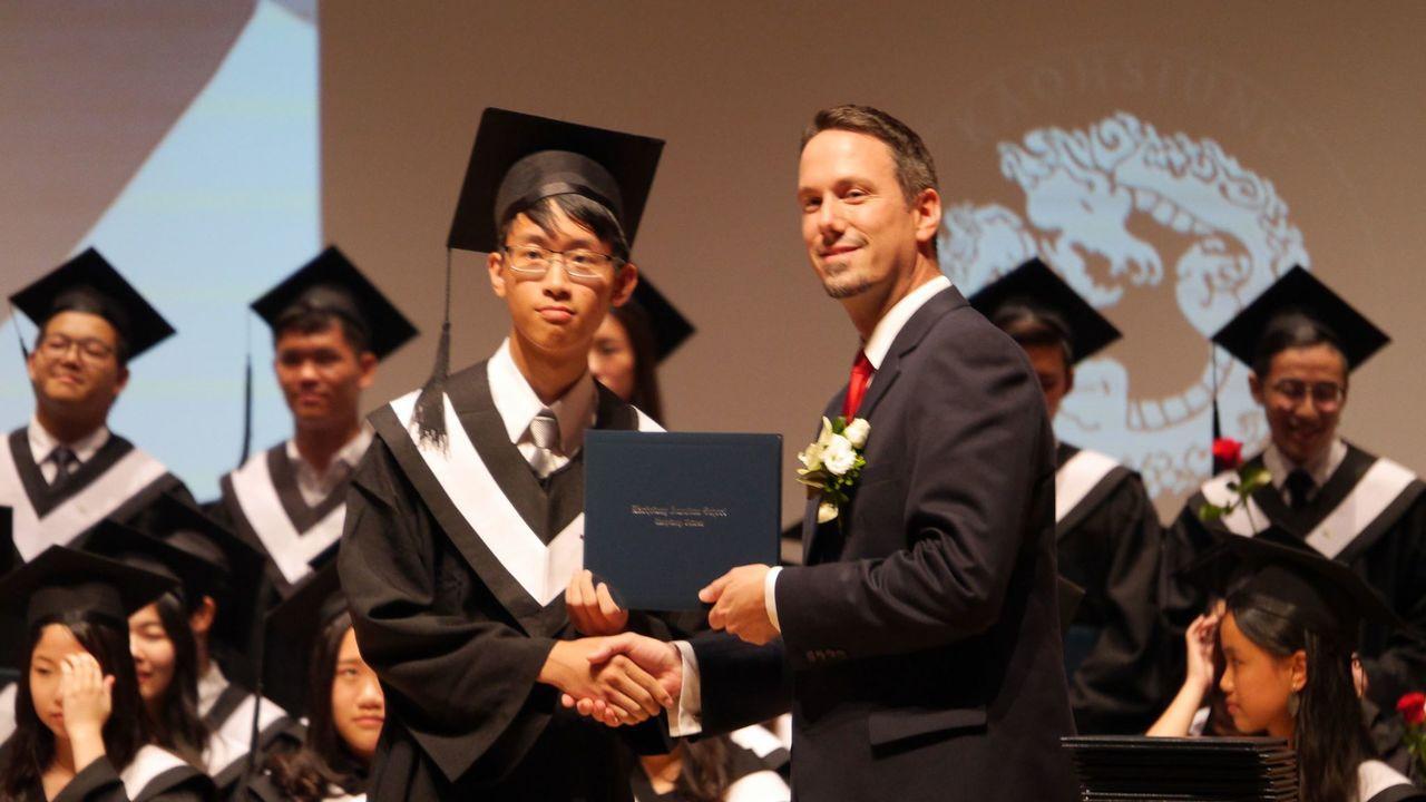 今年19歲的尤理衡,6月剛從高雄美國學校畢業,去年已經透過特殊選才管道,錄取交通...