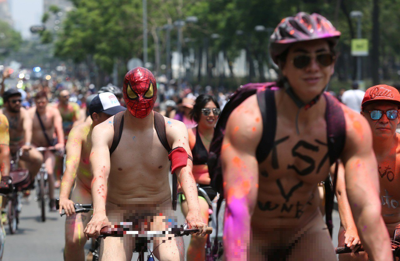 倫敦、芝加哥及多倫敦等地9日共有上千民眾響應裸騎活動,為減少石油依賴及自行車權等...