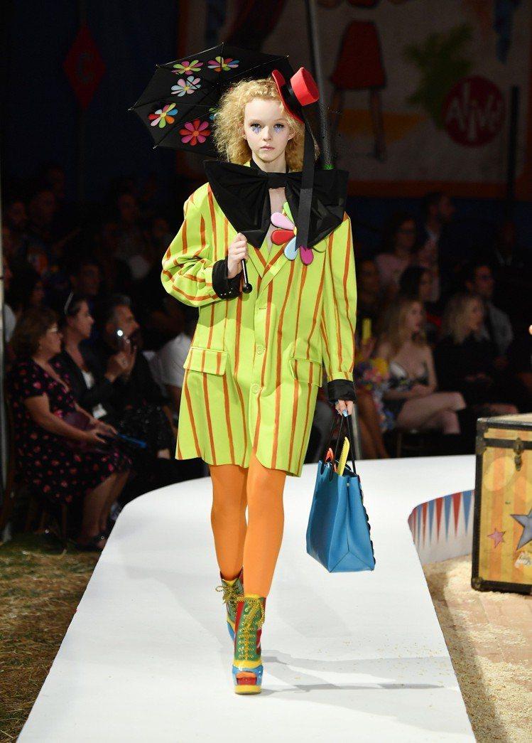 Jeremy Scott用繽紛的色彩呈現馬戲團熱鬧的氛圍。圖/Moschino提...