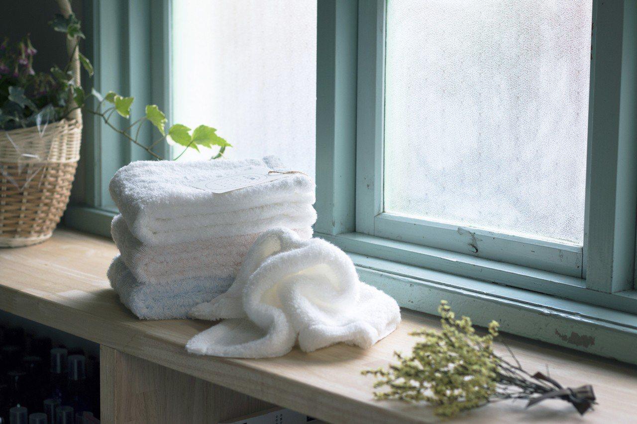 伊織最經典的是「雲の夢」系列,擁有如棉花糖般、一摸就愛上的觸感。圖/誠品提供