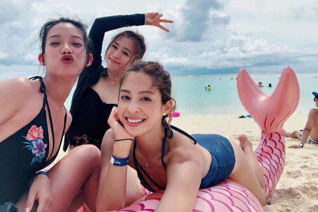 孟耿如(左起)、鄭茵聲、莫允雯到關島度假。圖/東森提供