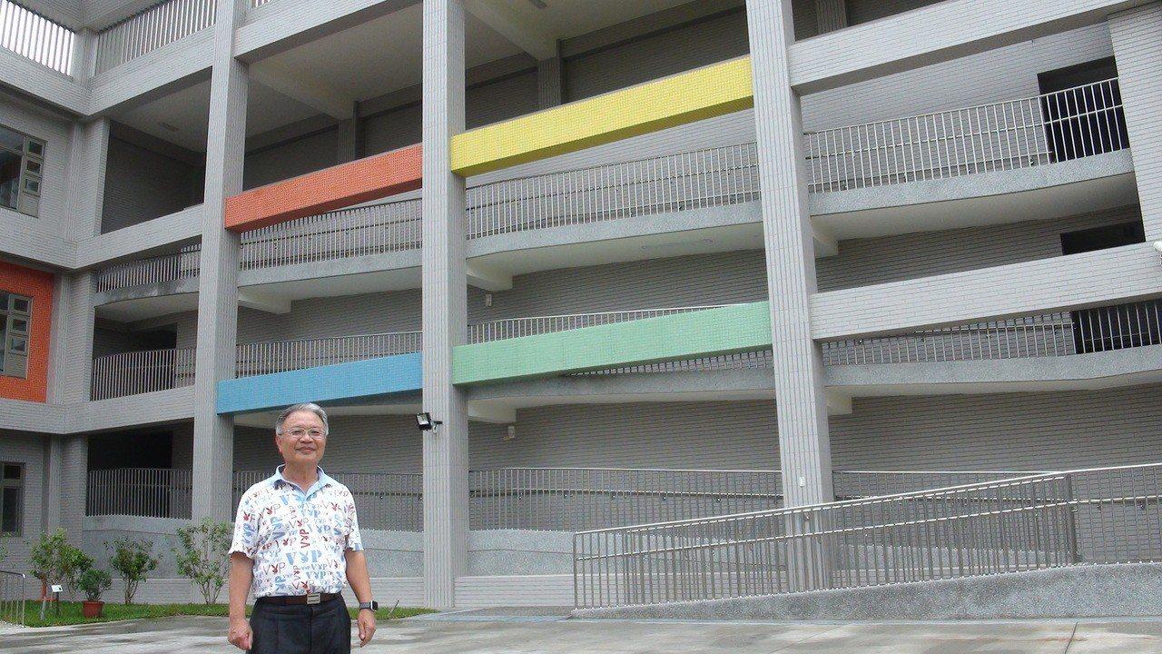 李長鴻從事多年的社區巡迴醫療,和友人合夥開辦人性化的護理之家。記者謝恩得/攝影