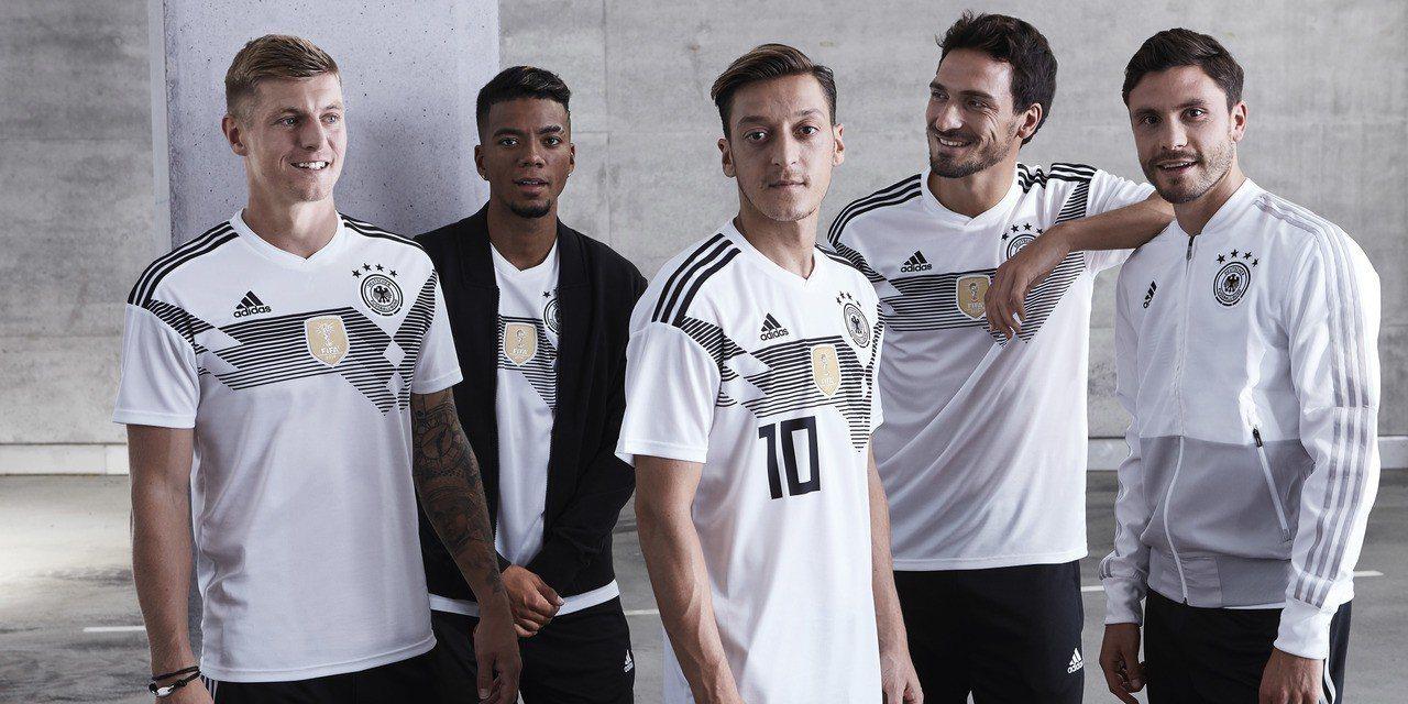 尋求衛冕冠軍的德國國家隊的全新主場戰袍,以現代風格重新詮釋了德國1990年舉世聞...