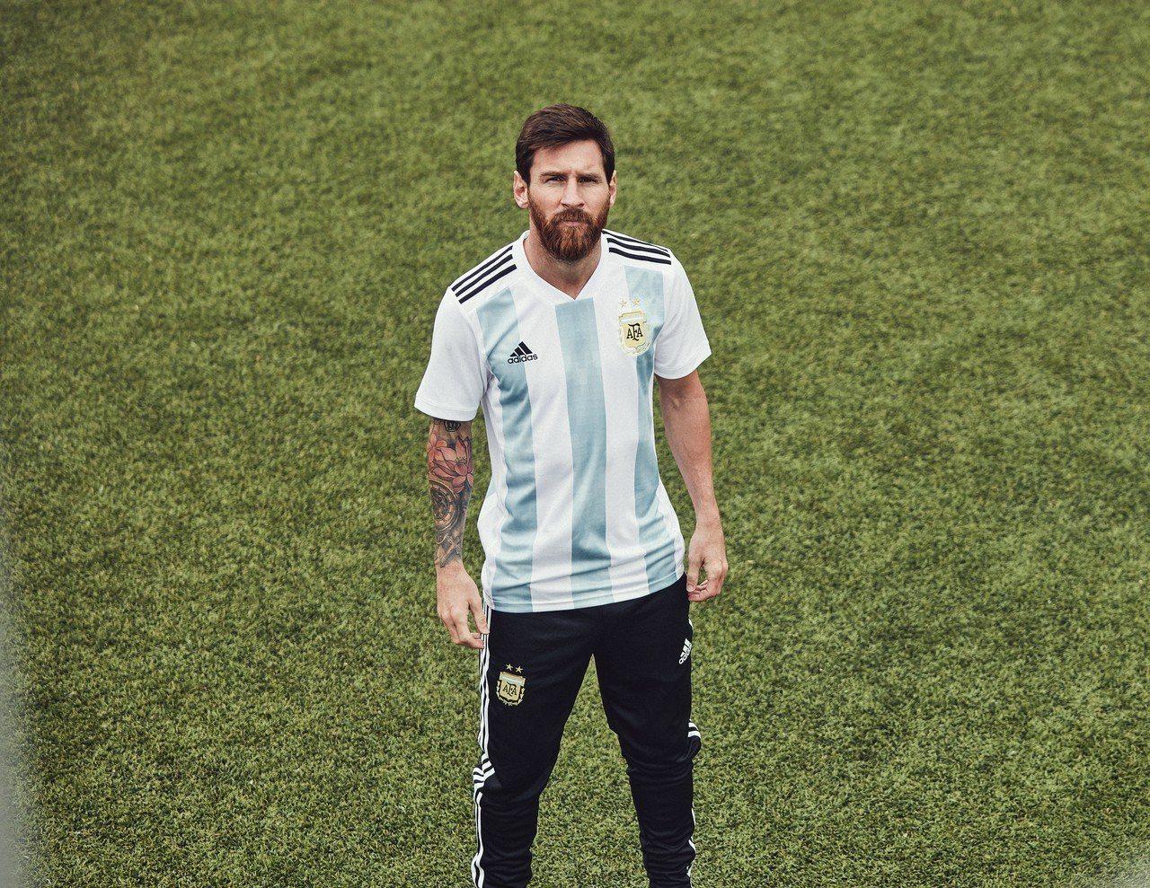 adidas邀請名將梅西詮釋2018年世界盃足球賽阿根廷國家隊主場球衣,球員版4...