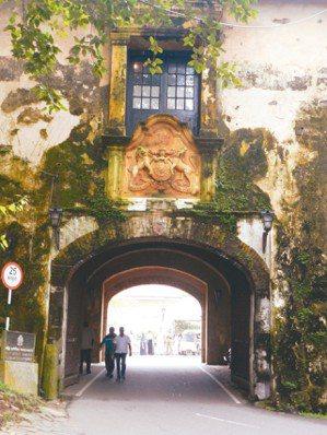 迦勒舊城門。