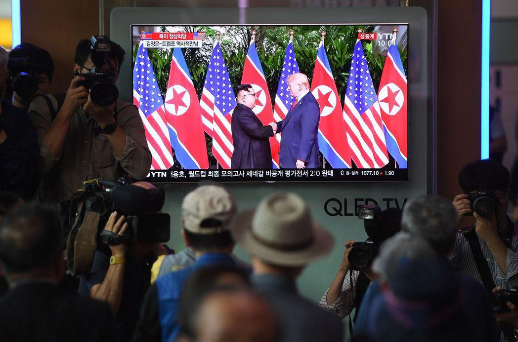 川普在七大工業國 (G7)會與美國最親近的盟邦公然鬧翻,使他與北韓領袖金正恩利害...